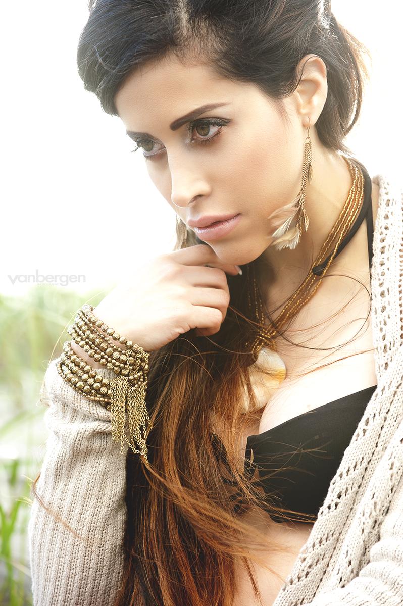 MUA/Hair: Vanessa Baeten